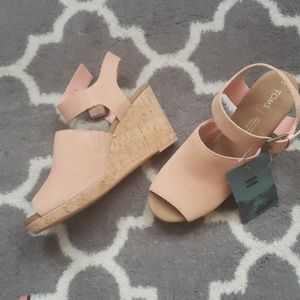 Tom's open toe wedge sandals